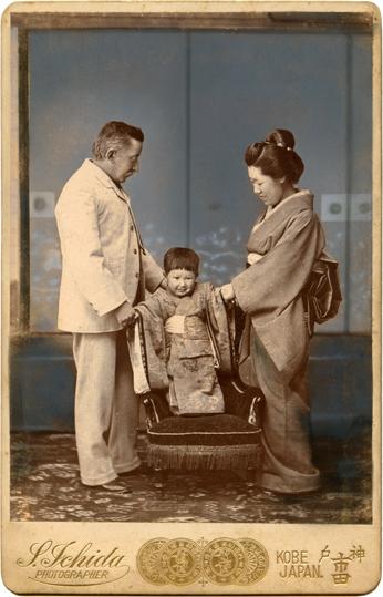 Lafcadio Hearn con su hijo Kazuo y esposa Setsu
