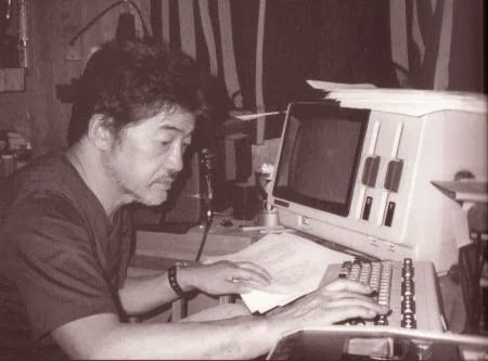 Kôbô Abe en su estudio